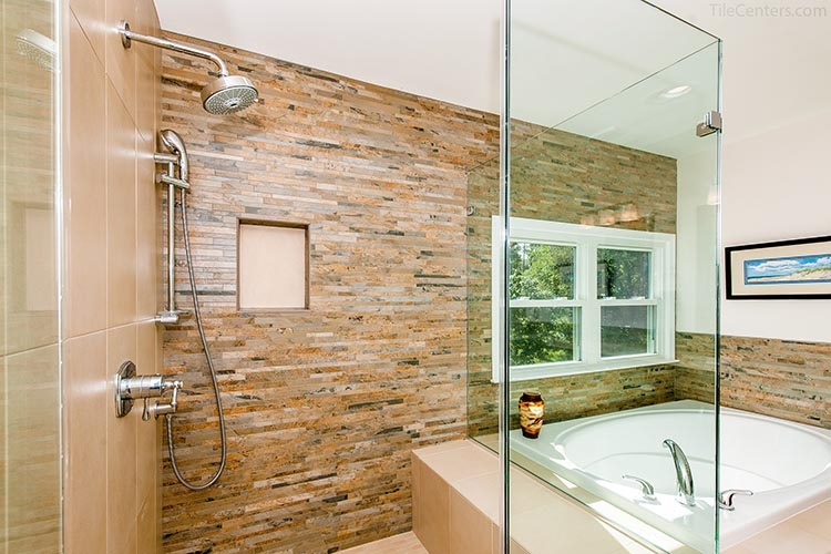 Glass standing shower with niche and bench