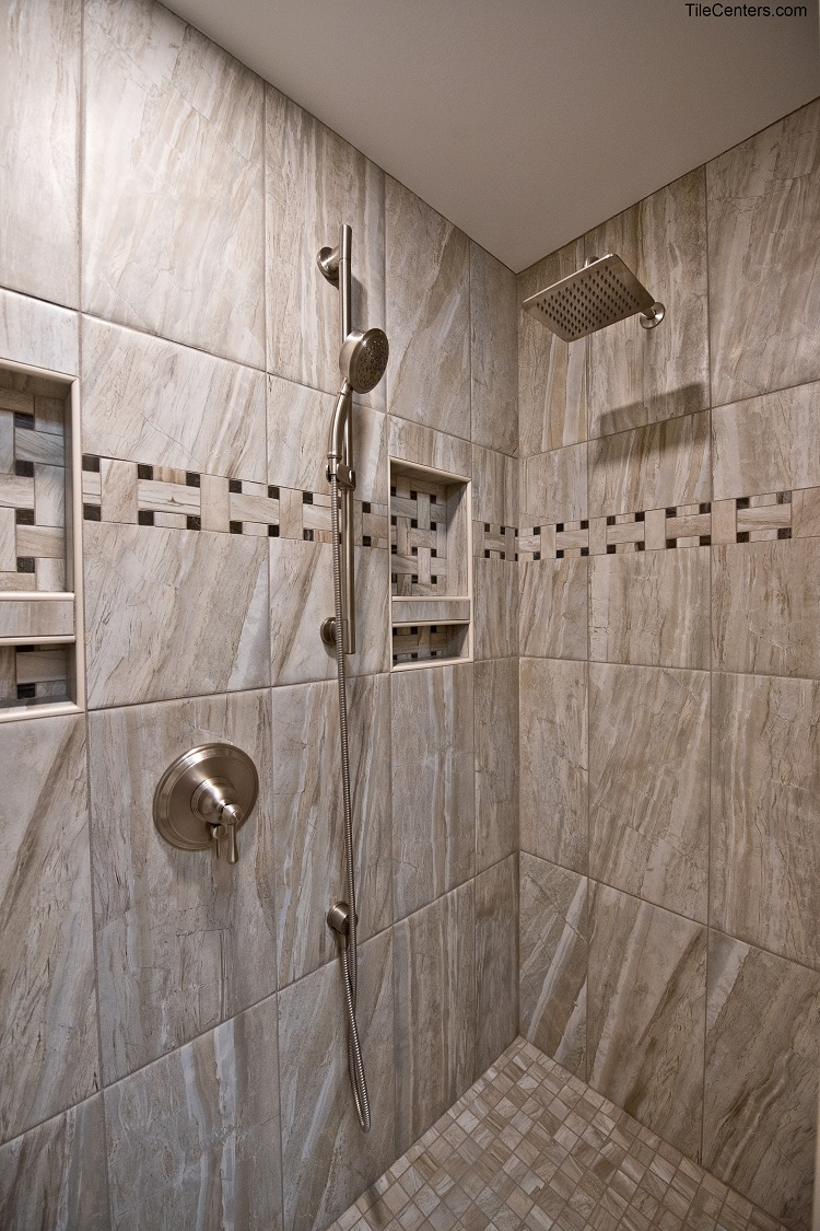 Standing Shower with Niche
